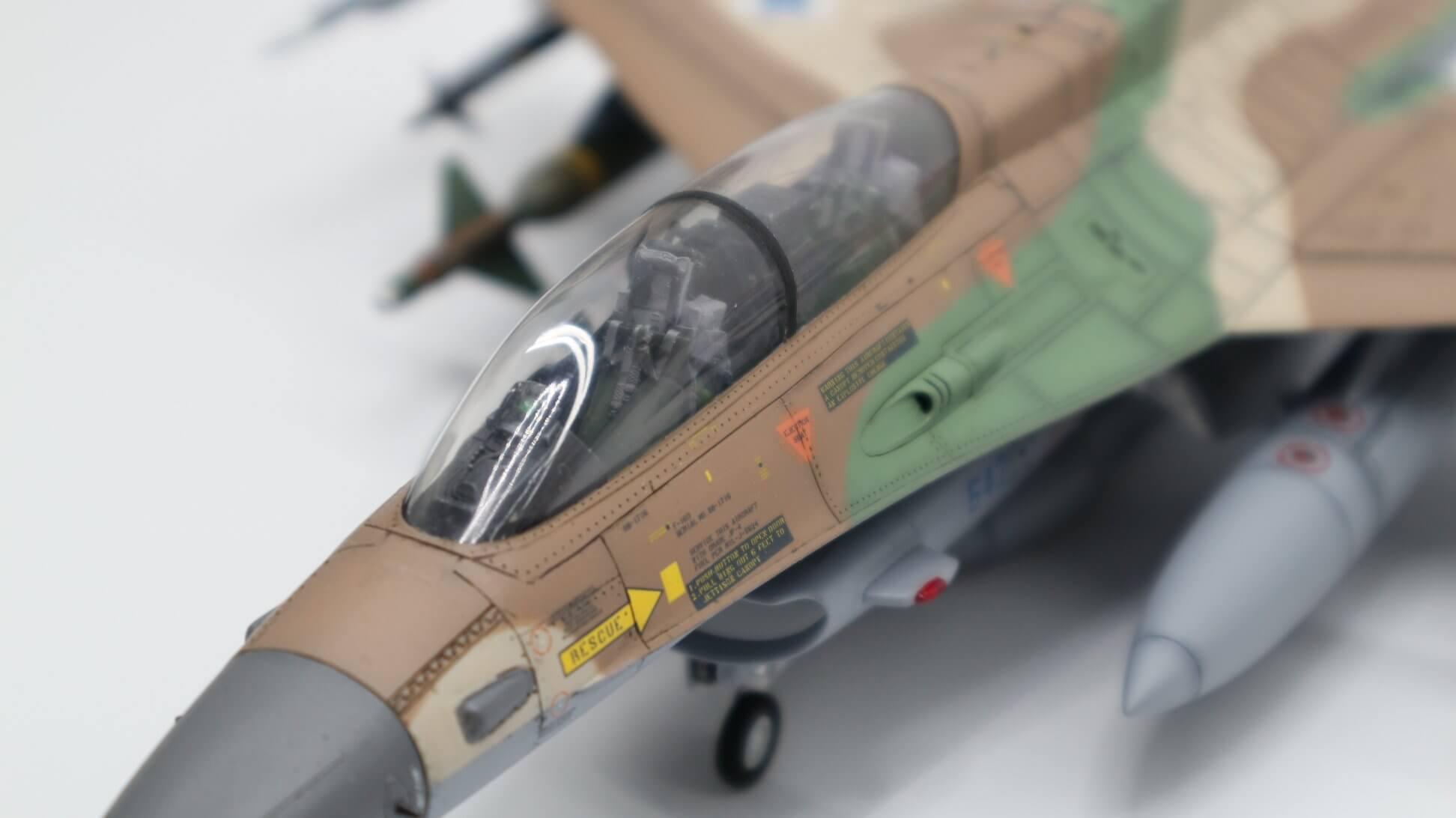 Őri Imre makettje az Izraeli Légierő F-16D Barak gépéről. Imádom ♥